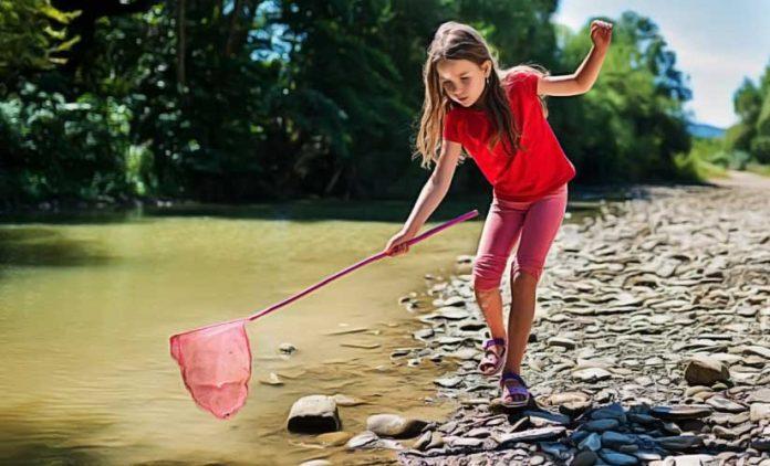 kid try catch fish